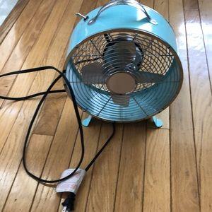 🌬 Two-speed metal retro fan